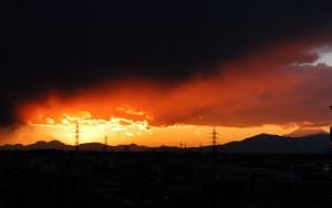 暗雲の夕焼け